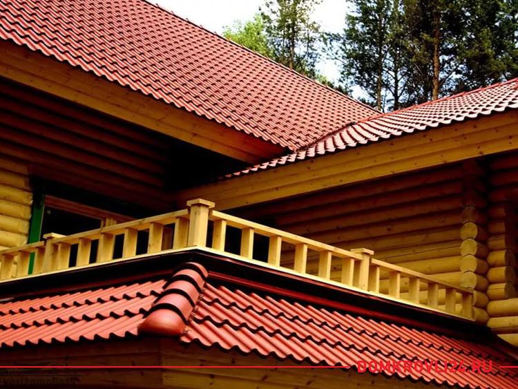 Крыша из черепицы красного цвета